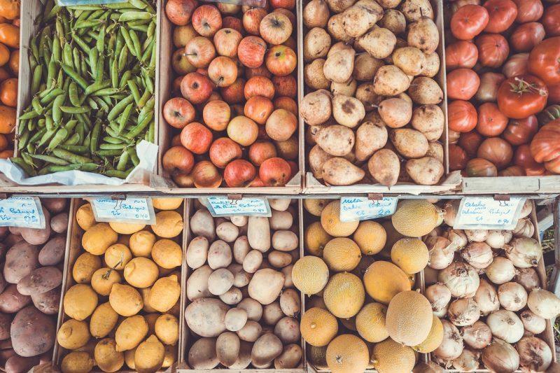 fruits legumes melon oignons poires pomme de terres haricots