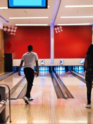 bowling hommes femmes rouge ecrans ecrans