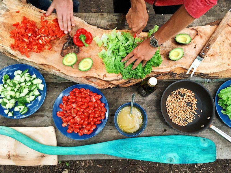 atelier cuisine ustensiles casseroles salade poivrons